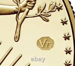 Fin De La Seconde Guerre Mondiale 75e Anniversaire American Eagle Gold Proof V75 Coin In Hand